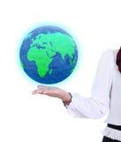 Глобус земли в руке бизнес-леди Стоковое Изображение