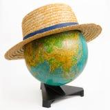 Глобус земли с шляпой на белизне Стоковая Фотография RF