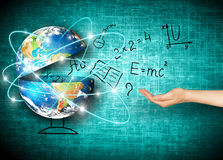 Глобус и символы школы принципиальная схема воспитательная Иллюстрация 3d воспитательной концепции задняя школа принципиальной сх Стоковые Изображения RF