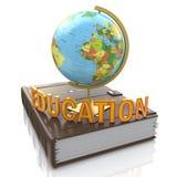 Глобус на книге изолированной над белой предпосылкой Стоковые Фотографии RF