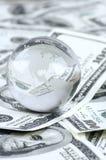 Глобус на куче долларов Стоковое Изображение