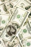 Глобус на куче долларов Стоковые Фотографии RF