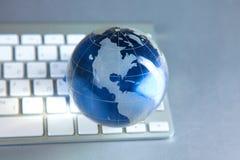 Глобус Cristal земли на компьютере Стоковое Фото