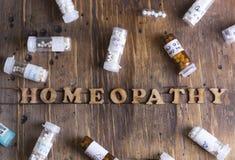 Глобулы и бутылки гомеопатии Стоковые Изображения