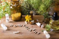 Глобулы и бутылки гомеопатии Стоковые Изображения RF