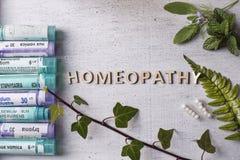 Глобулы и бутылки гомеопатии Стоковая Фотография RF