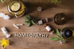Глобулы и бутылки гомеопатии Стоковая Фотография