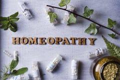 Глобулы и бутылки гомеопатии Стоковое Фото