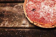 Глубокая пицца блюда Стоковые Фотографии RF