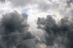 Глубокие серые облака в небе Стоковое фото RF