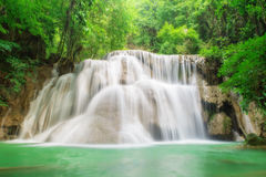 глубокий водопад kanchanaburi пущи Стоковая Фотография RF