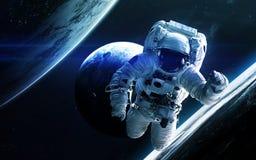 Глубокий космос астронавта Элементы этого изображения поставленные NASA Стоковая Фотография RF