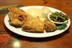Глубокий обедающий жареной курицы Стоковая Фотография RF