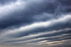 Глубокое темное небо, облака шторма Стоковые Изображения