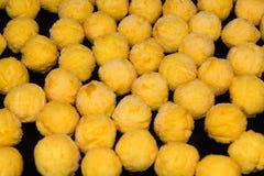 Глубок-замороженные круглые croquettes картошки Стоковые Изображения