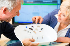 Глухие люди принимая испытание слуха Стоковое Изображение RF