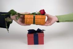 давать подарка Стоковые Фото