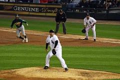 давление бейсбола вниз Стоковые Фотографии RF