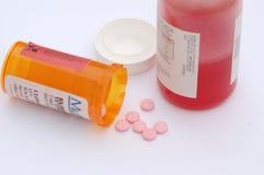 дает наркотики рецепту стоковые изображения rf