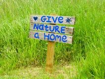 Дайте природе домашний знак Стоковое Изображение RF