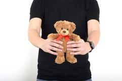 Дайте людям игрушечного медведя предпосылку белизны мальчика человека Стоковые Изображения RF