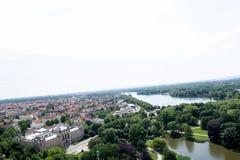 Далекий взгляд от башни гражданской залы на морях и естественного ландшафта в hannover Германии стоковые фото