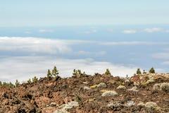 Далекий взгляд от горы над морем стоковое изображение