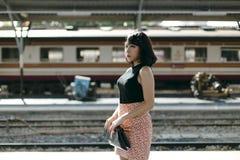 Дама Девушка Концепция азиатской этничности предназначенная для подростков феминист представляя стоковая фотография rf