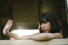 Дама Девушка Концепция азиатской этничности предназначенная для подростков феминист представляя стоковые фотографии rf