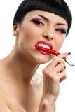 Дама держа перцы красных чилей Стоковое Фото
