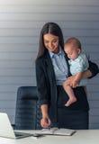 Дама дела с ее младенцем Стоковые Изображения RF