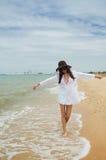 Дама на пляже Стоковые Изображения RF