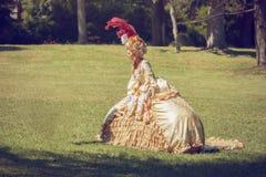 Дама нося викторианское платье стоковая фотография rf