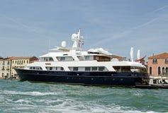 Дама Поднимать, роскошная яхта, Венеция Стоковое Изображение
