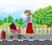 Дама при красная юбка нажимая прогулочную коляску Стоковые Изображения