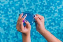 Дама с красивыми ногтями Стоковое Изображение