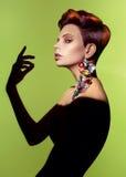 Дама с стильным hairdo стоковая фотография