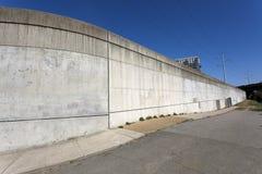 Дамба для защиты от паводковых вод Стоковое Фото