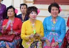 Дамы Nyonya в их этническом костюме Стоковое Фото
