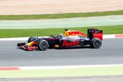 Даниель Ricciardo управляет красным гоночным автомобилем Bull на следе для испанского Формула-1 Grand Prix на Цепи de Catalunya Стоковые Изображения