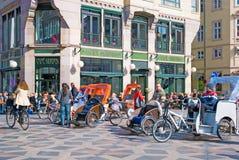 Дания copenhagen Pedicabs около Amagertorv Стоковые Изображения