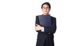 Данные по азиатского бизнесмена читая важные в папке файла, Стоковое Фото
