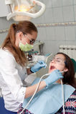 Дантист женщины на работе с пациентом Стоковое фото RF