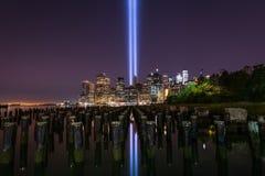 Дань в светлом мемориале от пристани Бруклинского моста стоковые изображения rf