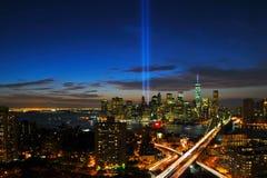 Дань Нью-Йорка в свете и горизонте стоковое изображение rf