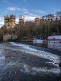ДАРЕМ, ГРАФСТВО DURHAM/UK - 19-ОЕ ЯНВАРЯ: Взгляд вдоль реки Wea Стоковая Фотография
