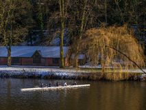 ДАРЕМ, ГРАФСТВО DURHAM/UK - 19-ОЕ ЯНВАРЯ: Сплавляться вдоль реки Стоковое Фото