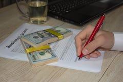 Дары и финансирование дела Создающ вас мелкий бизнес Стоковое фото RF