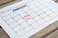Дата метки губной помады 14-ого февраля календаря Стоковое Изображение RF