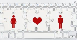 Датировка интернета понимания, части головоломки с женщиной, сердце и  стоковые фото